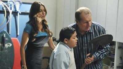 Modern Family • S02E05
